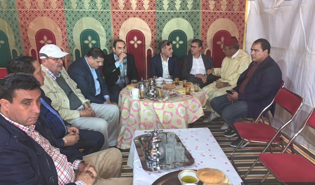 وفد من المجلس الوطني للصحافة والنقابة الوطنية للصحافة المغربية في بيت أسرة الراحل محمد الحجام لتقديم واجب العزاء