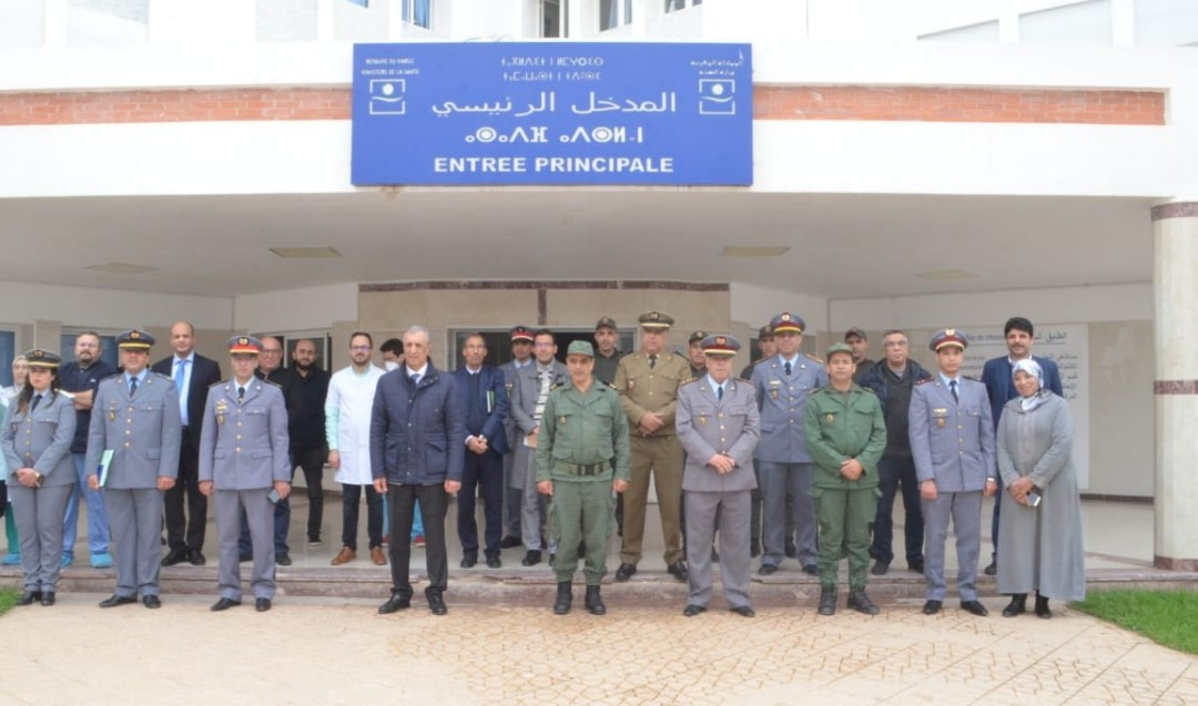 عامل إقليم الحسيمة يحل بالمستشفى الإقليميلزيارة أطباء عسكريين استقدمو لتعزيز حالة الطوارئ الصحية بالمدينة